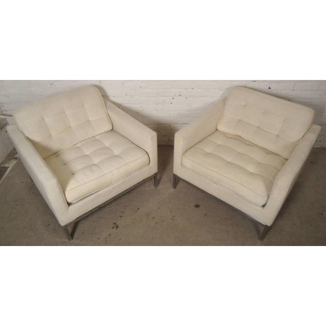 Vintage pair of comfortable armchairs designed by Knoll Associates. Chairs feature off-white tufted upholstery and sleek...