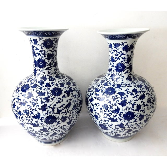 Blue & White Onion-Shape Vases - A Pair For Sale - Image 4 of 5