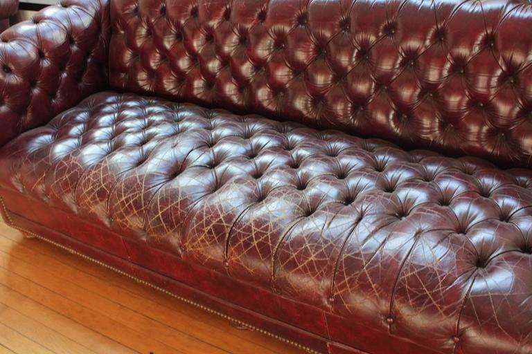 Incroyable English Traditional Vintage Distressed Burgundy Leather Chesterfield Sofa  For Sale   Image 3 Of 5