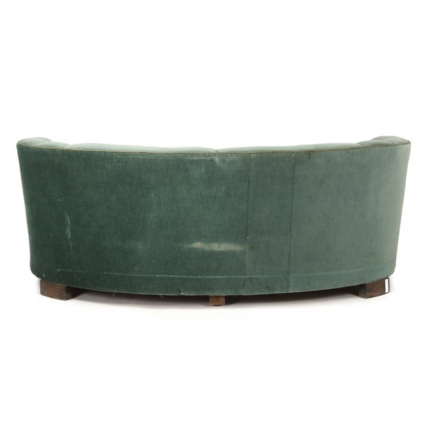 Fritz Hansen Curved Green Banana Sofa in Style of Viggo Boesen / Fritz Hansen, Denmark, 1940s For Sale - Image 4 of 5