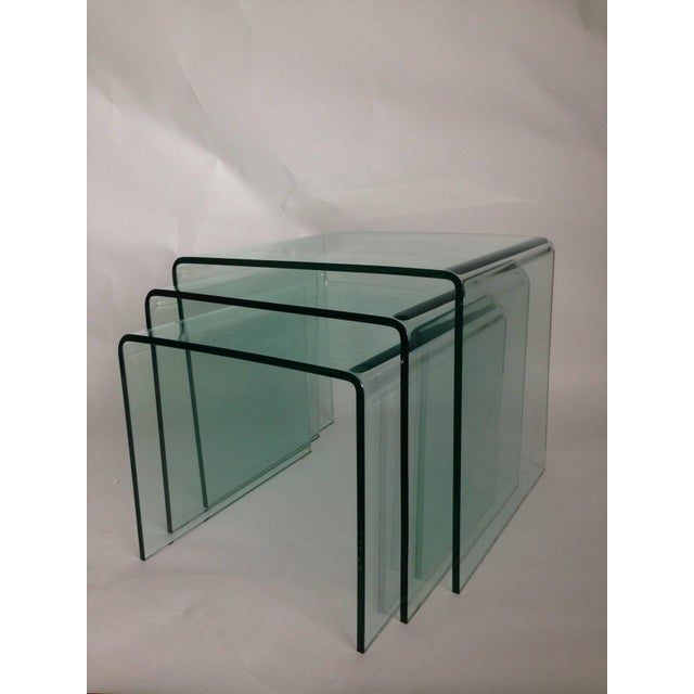 Mid-Century Modern 1970s Mid-Century Modern Fiam Italia Bent Glass Nesting Tables - Set of 3 For Sale - Image 3 of 6