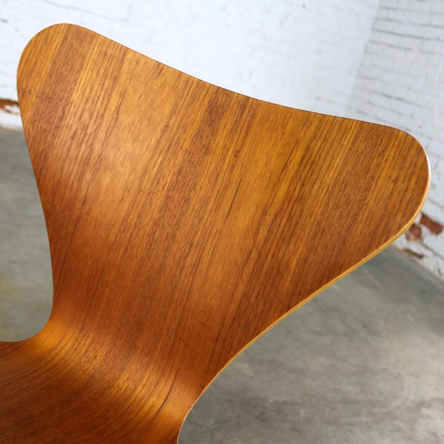 Series 7 Chairs by Arne Jacobsen for Fritz Hansen Vintage MCM Molded Teak a Pair For Sale - Image 10 of 13