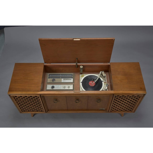 Mid-Century Modern Zenith Stereophonic Stereo Cabinet With Record Player and Working Radio For Sale - Image 3 of 8