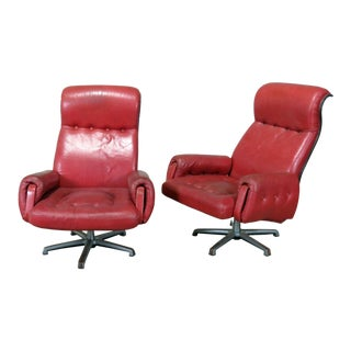 Pair of Mid-Century Modern Swiveling Lounge Chairs For Sale