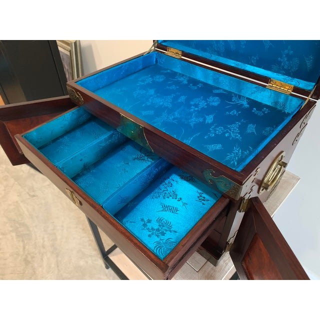 Stunning Vintage Asian Silk Lined Jewelry Box With Flame Mahogany Inlay and Etched Brass Trim and Lantern Pulls For Sale - Image 11 of 13