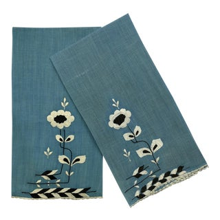 Guest Hand Towel Art Deco Embroidered - a Pair For Sale