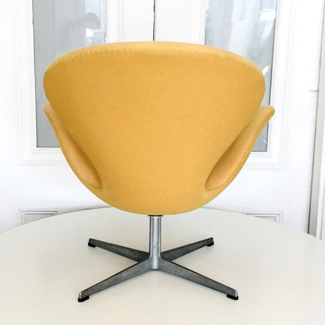 Early Arne Jacobsen for Fritz Hansen Swan Lounge Chair For Sale In New York - Image 6 of 9