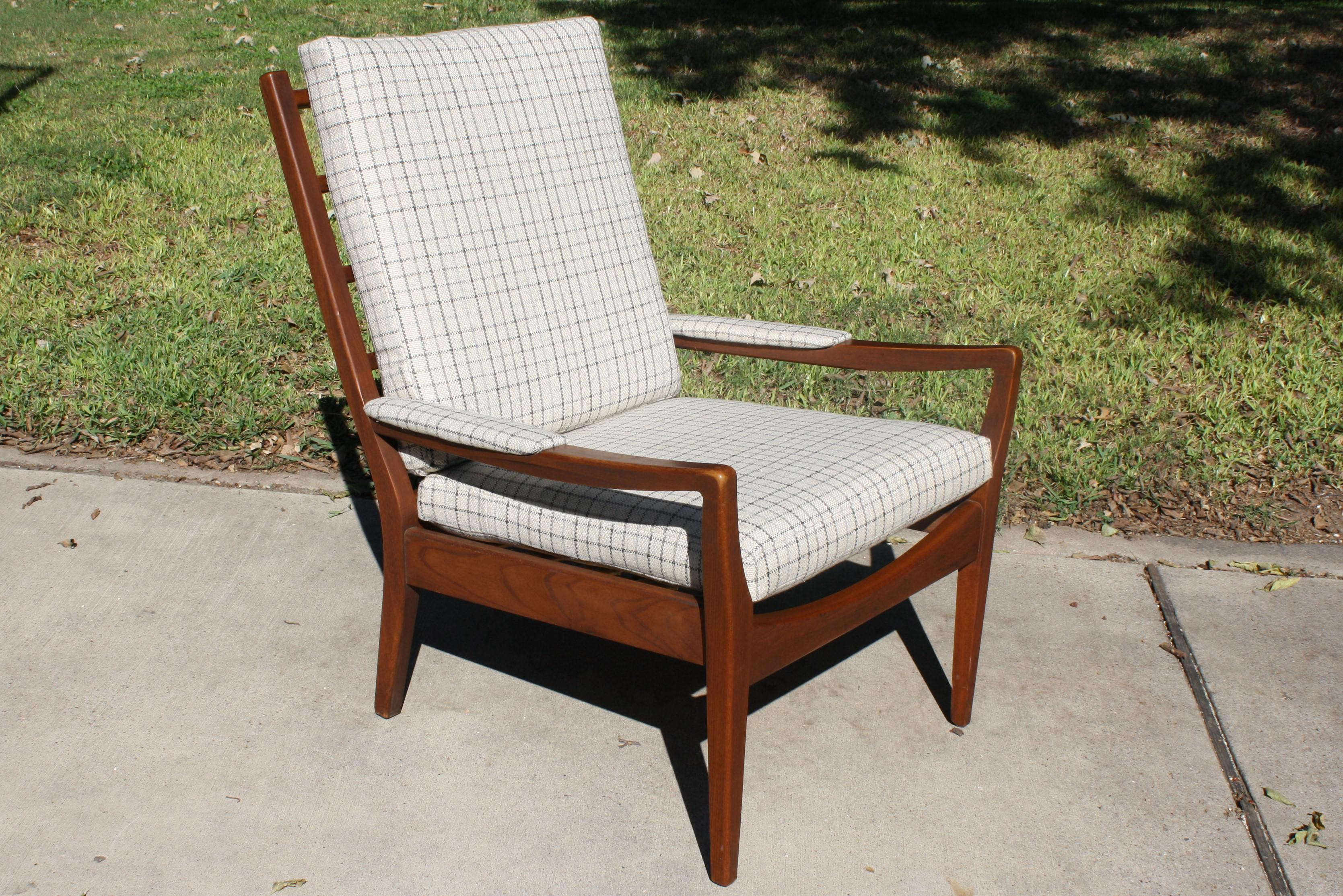 Mid Century Modern Upholstered Armchair By Paoli Chair Co.   Image 2 Of 11