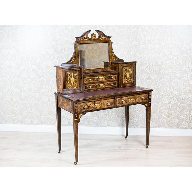 We present you a lady's desk covered with rosewood veneer, dated 1880. This piece of furniture is of a rectangular form of...
