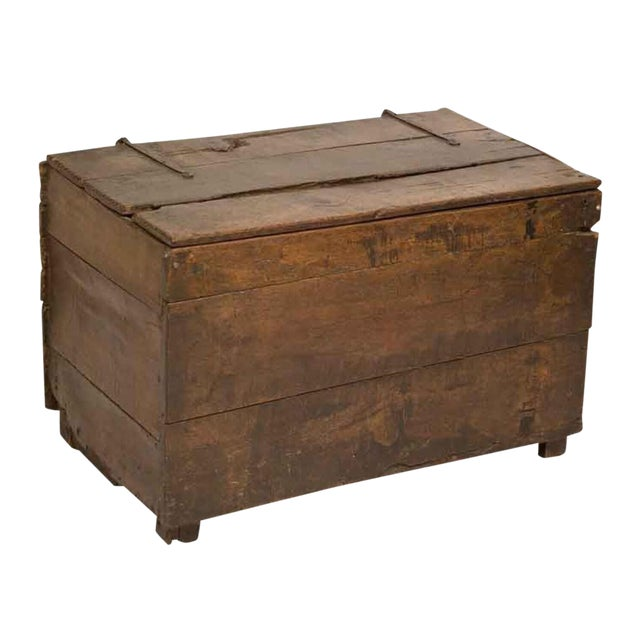 Early 18th Century Large Rustic Oak Coffer Trunk For Sale