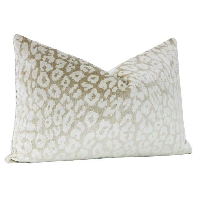 "12"" X 18"" Neutral Leopard Velvet Lumbar Pillows - a Pair For Sale - Image 4 of 5"