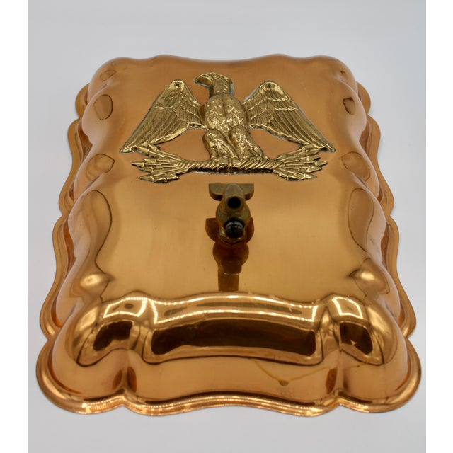 A superb Vintage Federal Eagle hanging copper mold. This unique wall decoration, once used as a baking device has been...