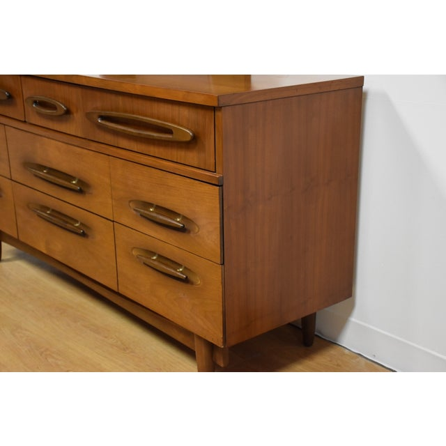 Ward Furniture Walnut Dresser & Mirror - Image 3 of 10