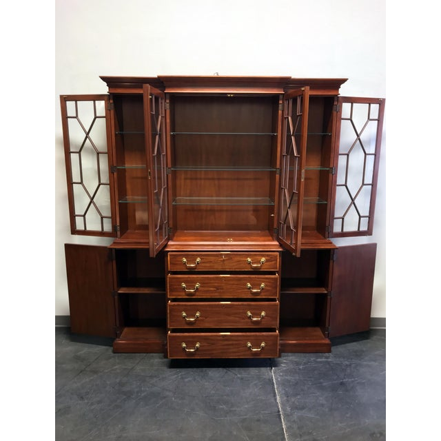 Stunning breakfront by top-quality furniture maker Henkel-Harris of Winchester, Virginia, USA in 1986. Made from solid...