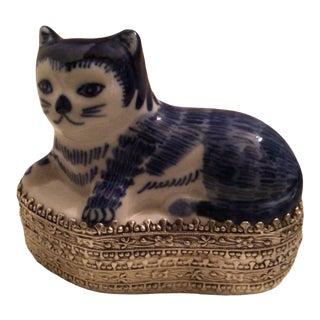 Vintage Blue Delft Porcelain Cat Ring Holder on Silver Plated Filigree Box For Sale