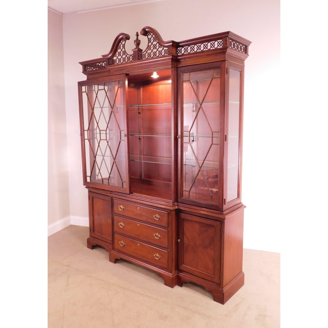 """Lexington """"The Palmer Home Collection"""" Large Mahogany Chippendale Style Breakfront For Sale - Image 10 of 13"""