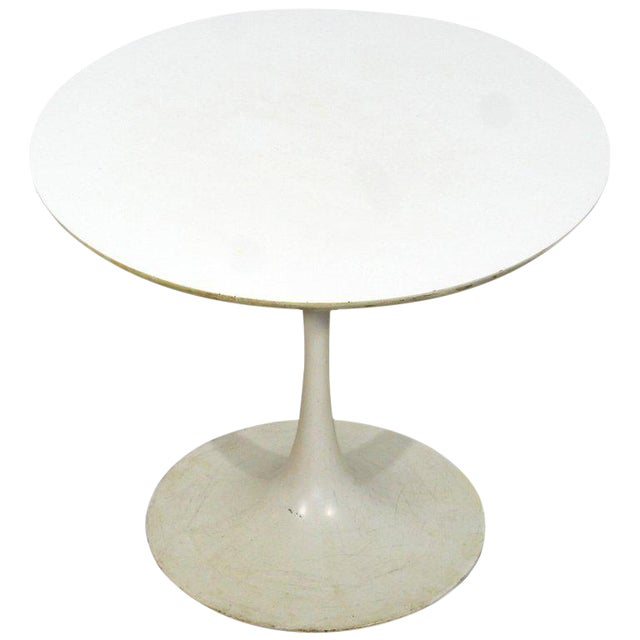 Mid-Century Modern Early Saarinen Knoll Round White Tulip Side End Table, 1960s For Sale