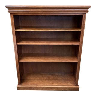 Late 20th Century Maple Traditional Adjustable Bookcase For Sale