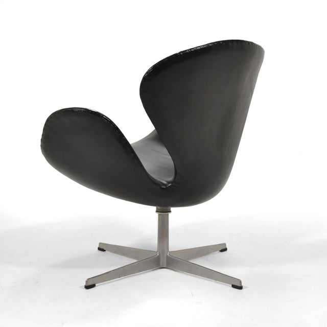 1960s Arne Jacobsen Swan Chair in Black Leather by Fritz Hansen For Sale - Image 5 of 8