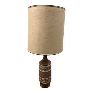Vintage Mid Century Modern Brown Ceramic Table Lamp With Drum Light Shade For Sale