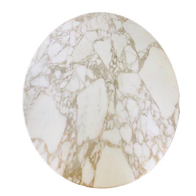 "1960s Knoll Eero Saarinen 78"" Oval Arabescato Marble Tulip Dining Table For Sale - Image 5 of 9"