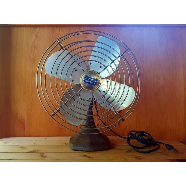 An American classic! Vintage metal table fan by Manning Bowman, non-oscillating, solid iron base. Very cute in it's petite...