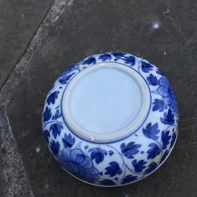Asian Vintage Chinese Blue White Floral Trinket Box For Sale - Image 3 of 8