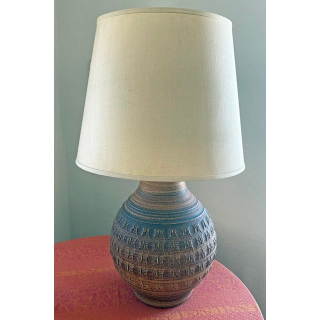 1970s 1970s Bob Kinzie/Phil Barkdoll Mid-Century Modern Stoneware Table Lamp With Shade For Sale - Image 5 of 5