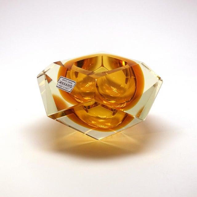 1960s 1960s Vintage Mandruzzato Murano Gold Glass Diamond Cut Block Trinket Dish For Sale - Image 5 of 8