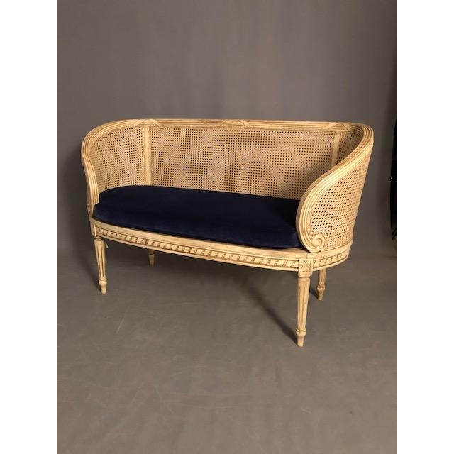 French Provincial 1950s Vintage Traditional French Provincial Settee For Sale - Image 3 of 12