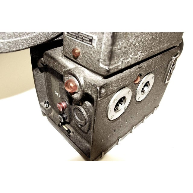Metal Auricon Cinema Newsreel Camera Complete and Working. Display As Sculpture. Circa 1955 For Sale - Image 7 of 10
