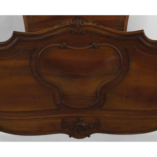 Turn of the Century French Louis XV Style Walnut Bed For Sale In New York - Image 6 of 7