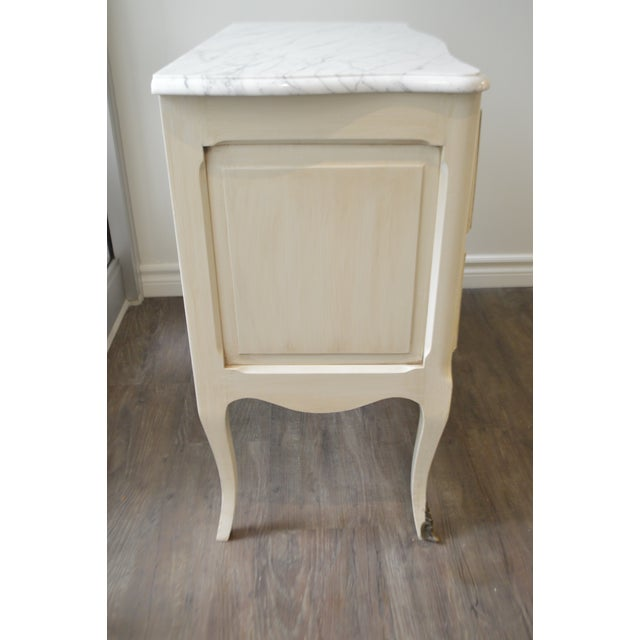 French Louis XV Style Painted Petite Commode With New Carrara Marble Top For Sale - Image 4 of 9