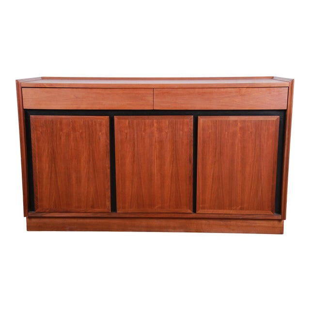 Merton Gershun for Dillingham Mid-Century Modern Walnut Sideboard Credenza For Sale