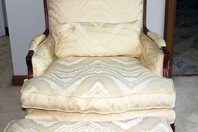 Attrayant French French Style Oversized Cream/White Bergere Chair With Ottoman For  Sale   Image 3