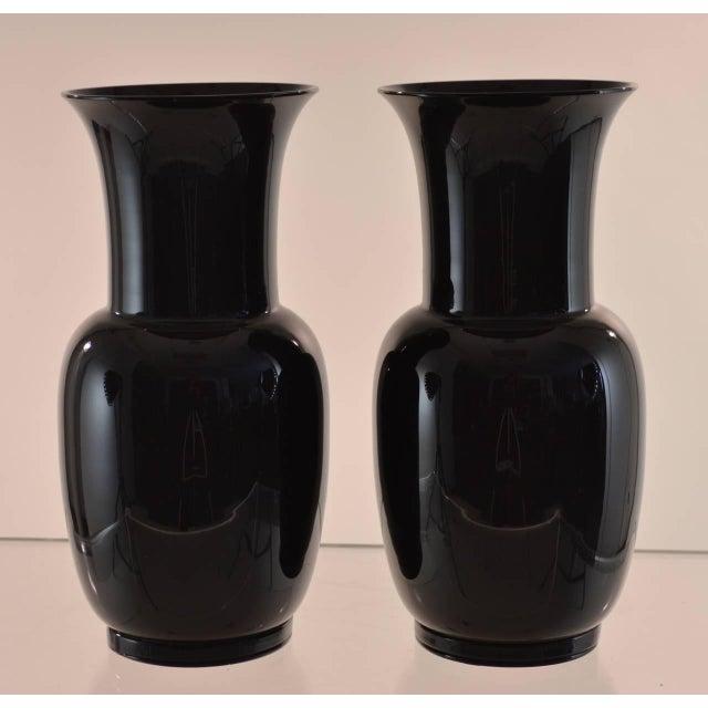 Magnificent pair of black Murano glass urns, signed Venini, Italia, 1978. Pristine condition.