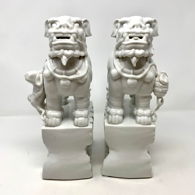 Chinese Pair of 1960s Blanc De Chine Italian Porcelain Chinese Foo Dog Statues For Sale - Image 3 of 13