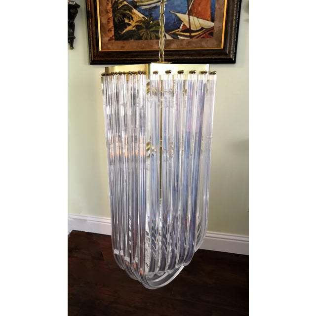 1960s Vintage Hollywood Regency Style Lucite Ribbon Chandelier For Sale In Los Angeles - Image 6 of 6