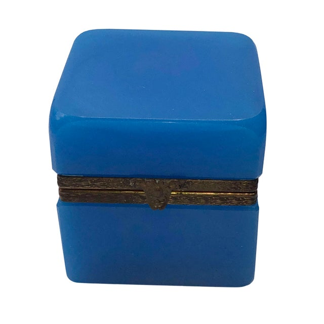 1940s French Blue Opaline Trinket Box For Sale - Image 4 of 8