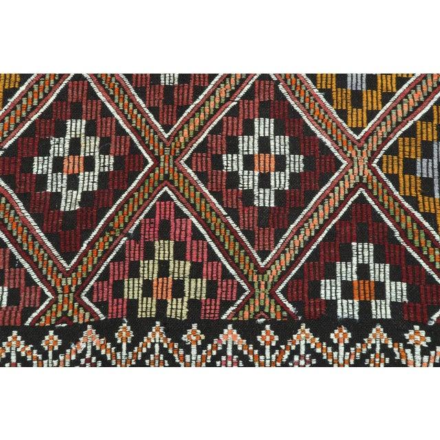 Textile Vintage Turkish Antalya Embroidered Kilim Rug- 4′8″ × 9′7″ For Sale - Image 7 of 13