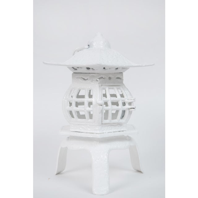 Mid-Century Modern 1960s Trio of White Lacquer Cast Iron Pagodas - Set of 3 For Sale - Image 3 of 7
