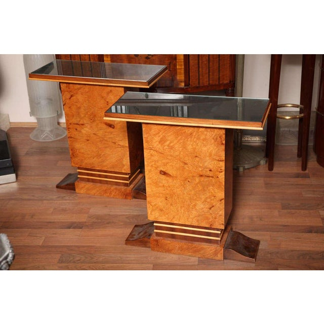Pair of Art Deco side tables in mahogany veneer, lemon tree, burl maple, surmounted by a glass top. Measures: H 27 ½ in.,...