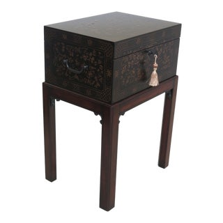 Theodore Alexander Chinoiserie Decorated Box Table For Sale