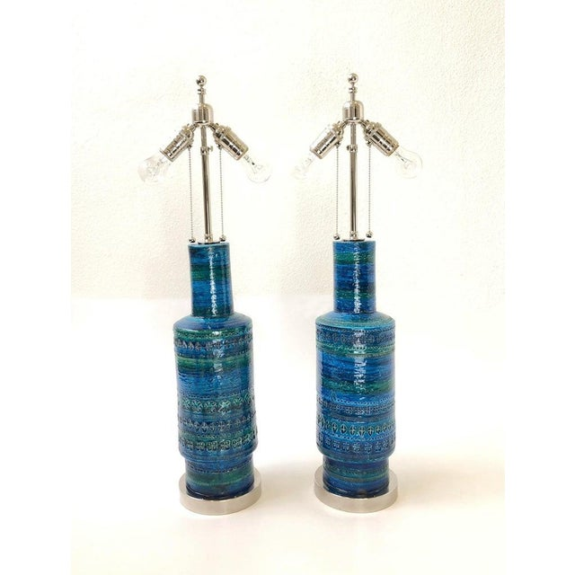 Rare Pair of Rimini Blue Italian Ceramic and Nickel Table Lamps by Bitossi For Sale In Palm Springs - Image 6 of 11