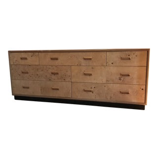 1980s Mid-Century Modern Henredon Scene Two Burl Wood Dresser/Credenza & Mirror For Sale