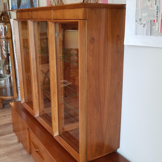 Vintage Mid-Century Modern Display Cabinet With Bi-Fold Doors For Sale - Image 4 of 13