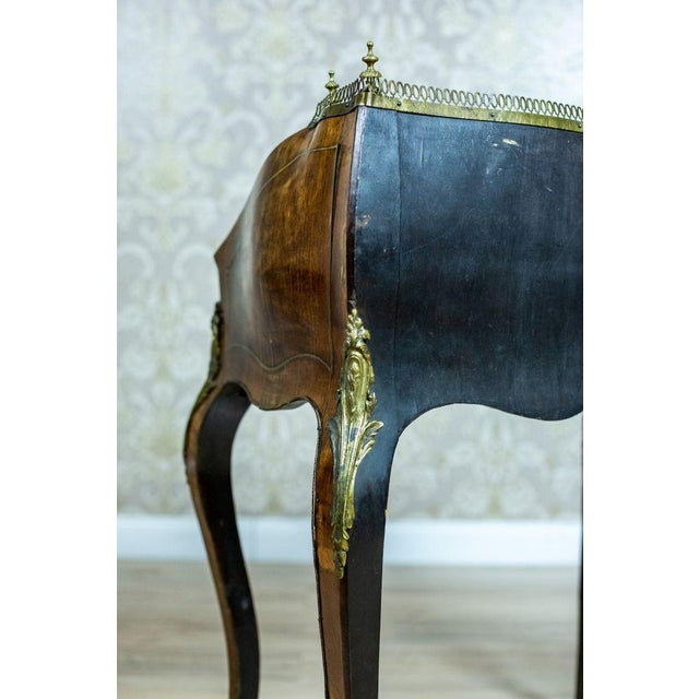 Louis XV Ladies Writing Desk from the 18th Century For Sale - Image 4 of 13