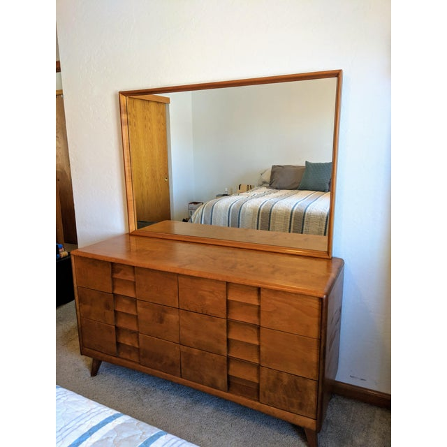 Birch 1950s Mid-Century Modern Heywood-Wakefield Trophy Suite Dresser With Mirror For Sale - Image 7 of 7