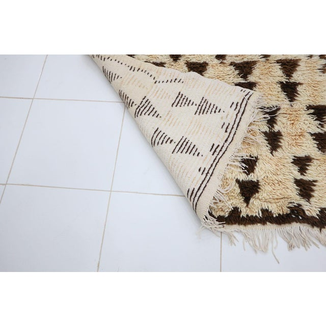 1980s Vintage Azilal Moroccan Rug - 3′3″ × 5′10″ For Sale - Image 4 of 6