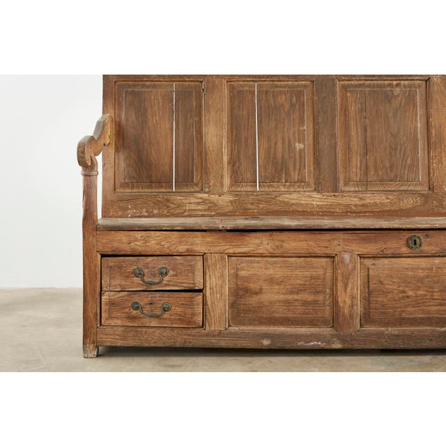 19th Century English Georgian Oak Box Settle Bench For Sale In San Francisco - Image 6 of 13